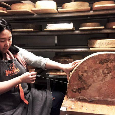Wheel cheese cutting technique